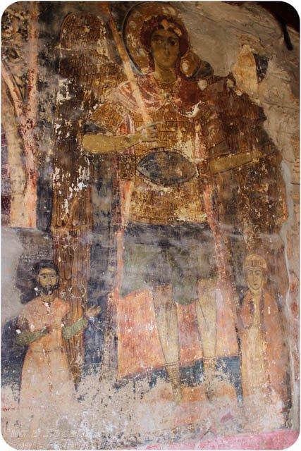 наружная фреска храма Архангелов в городе Касторья, экскурсии по северной Греции