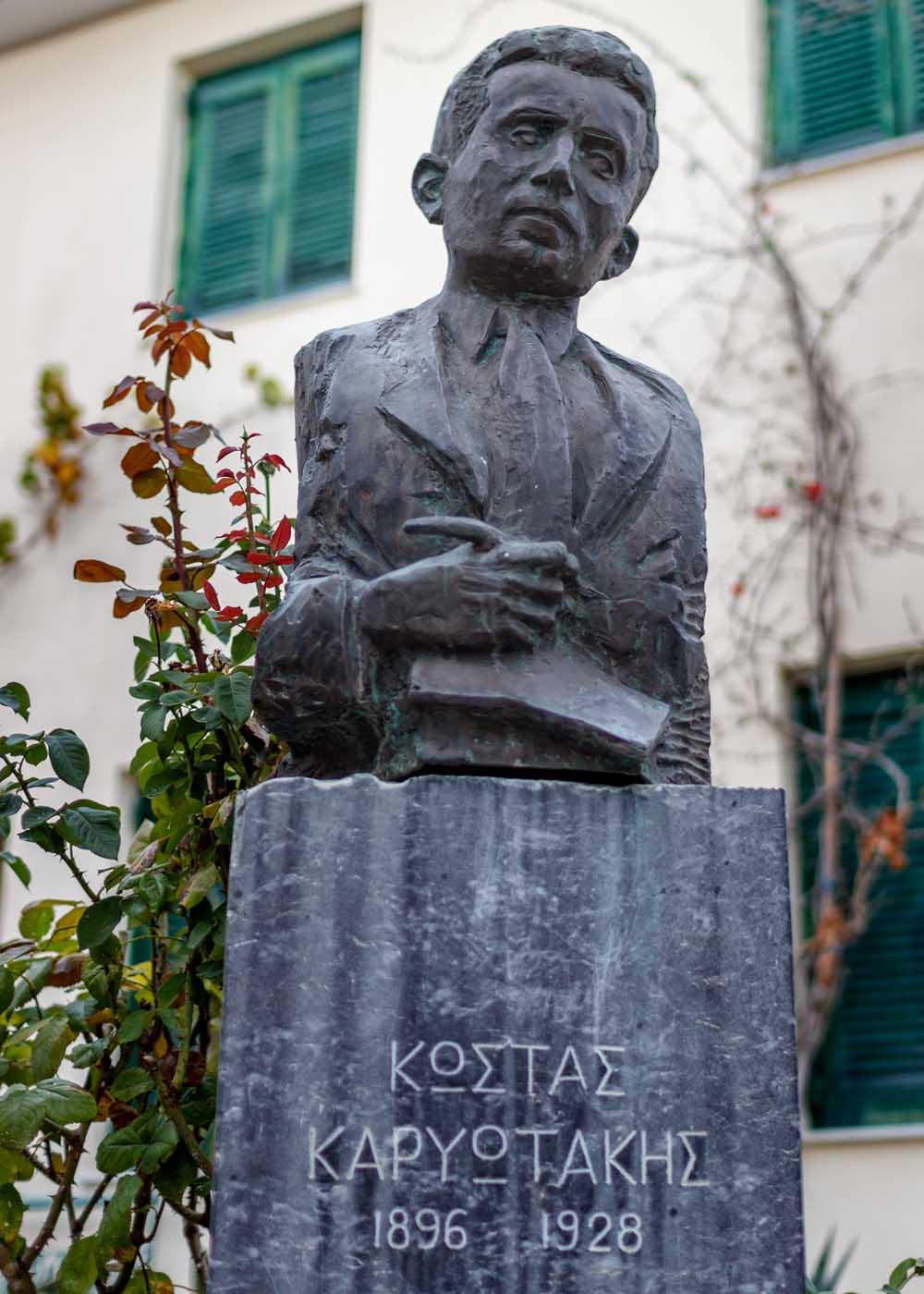 Поэт Костас Кариотакис