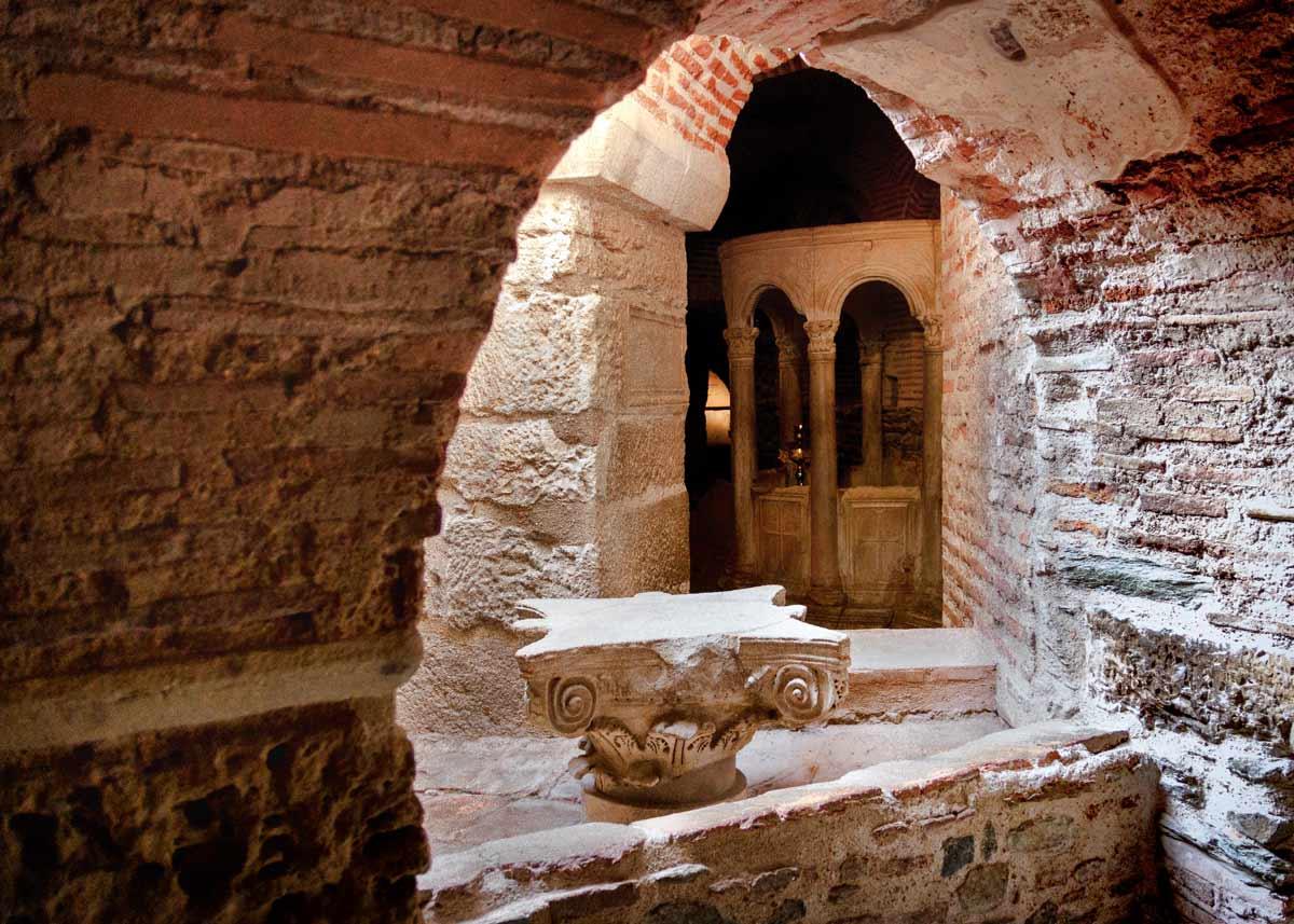 крипта в базилике святого димитрия