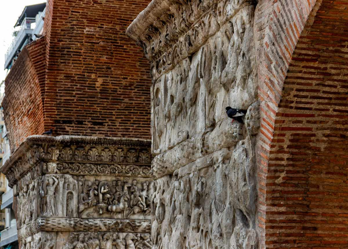 барельефы арки галерия, экскурсии по Салоникам