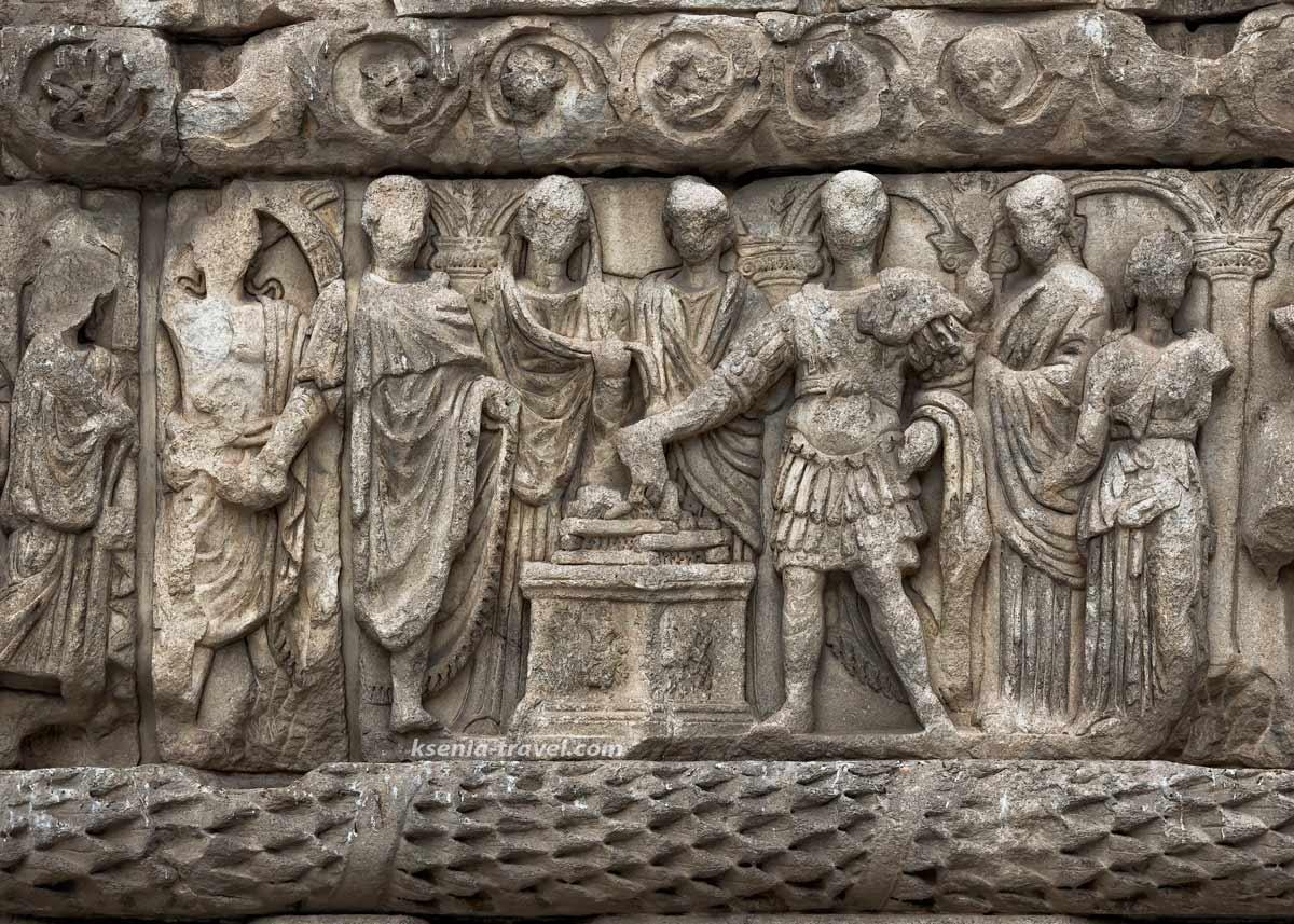 барельефы арки Галерия в Салониках