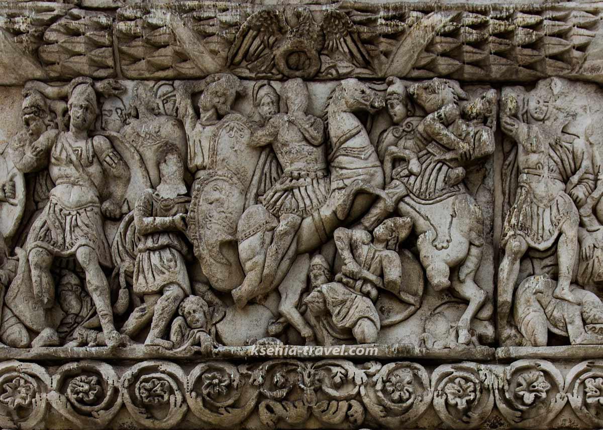 барельефы арки галерия на экскурсии по городу Салоники