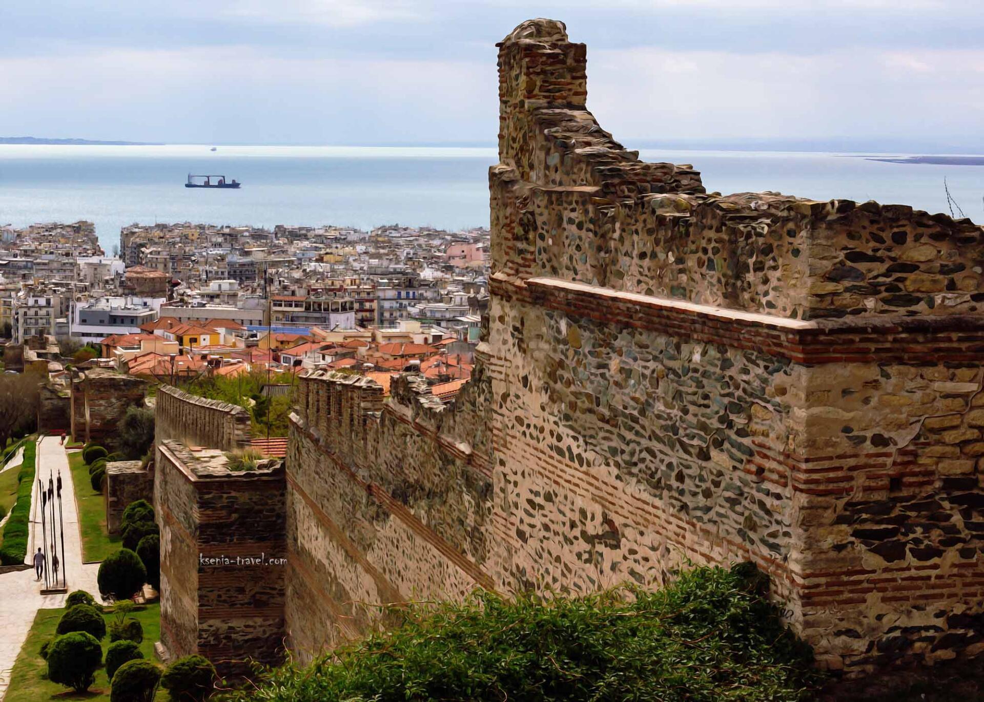 Разрушенные крепостные стены Салоники