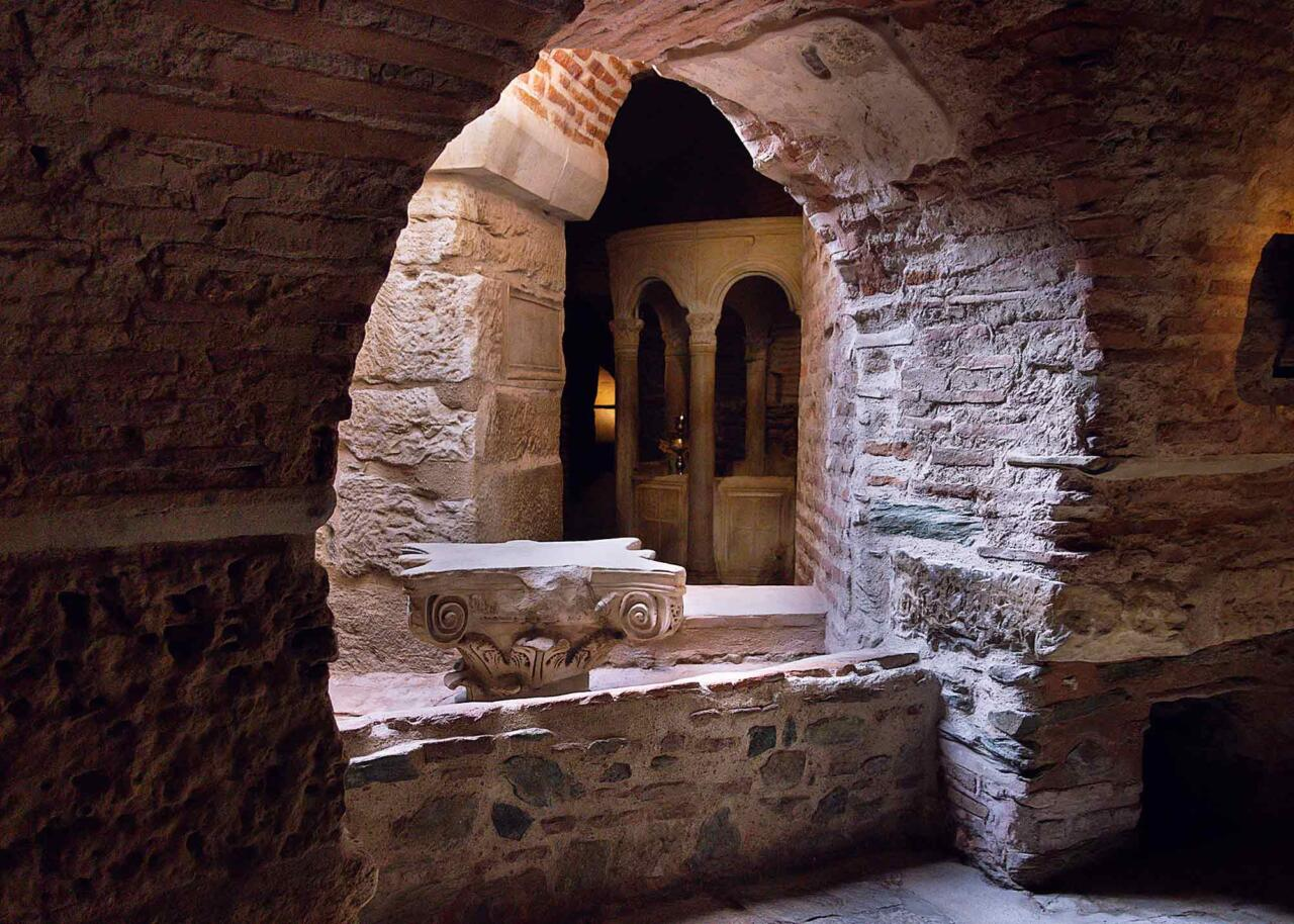 Крипта под церковью Димитрия Солунского