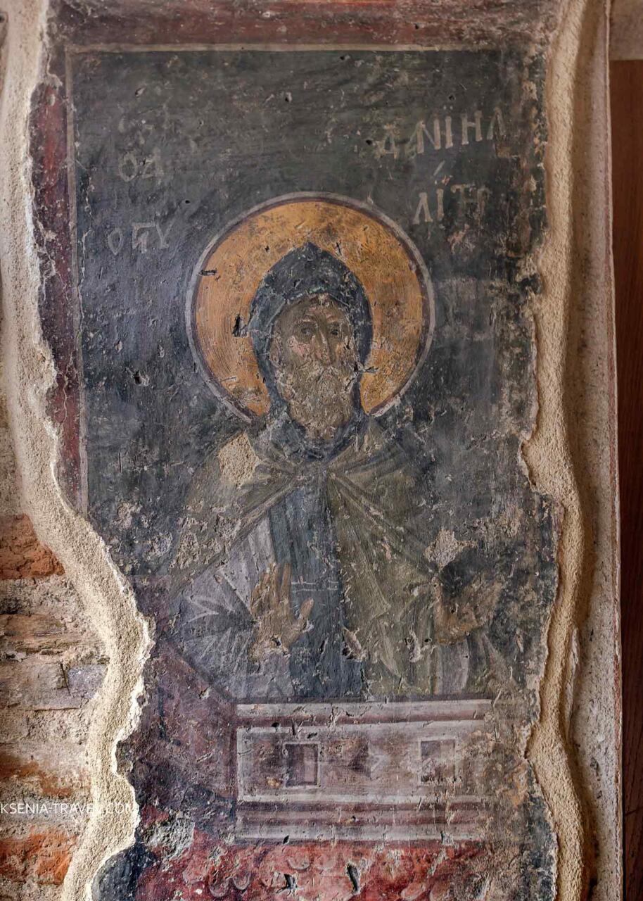 Фрески храма, столпник Даниил