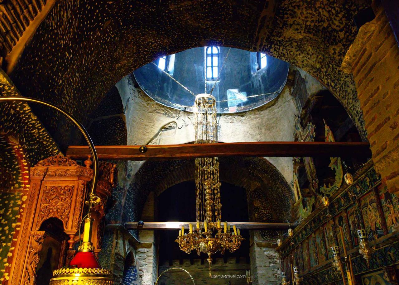 вид на купол изнутри в монастыре Влатадон, достопримечательности Салоники