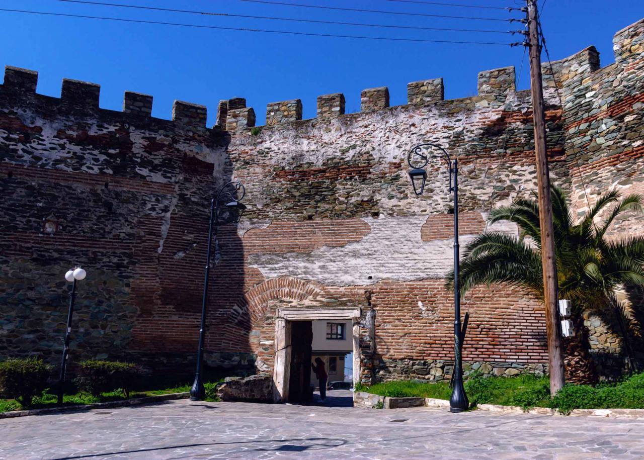 ворота Анны Палеолог, в северной  крепостной стене Салоники