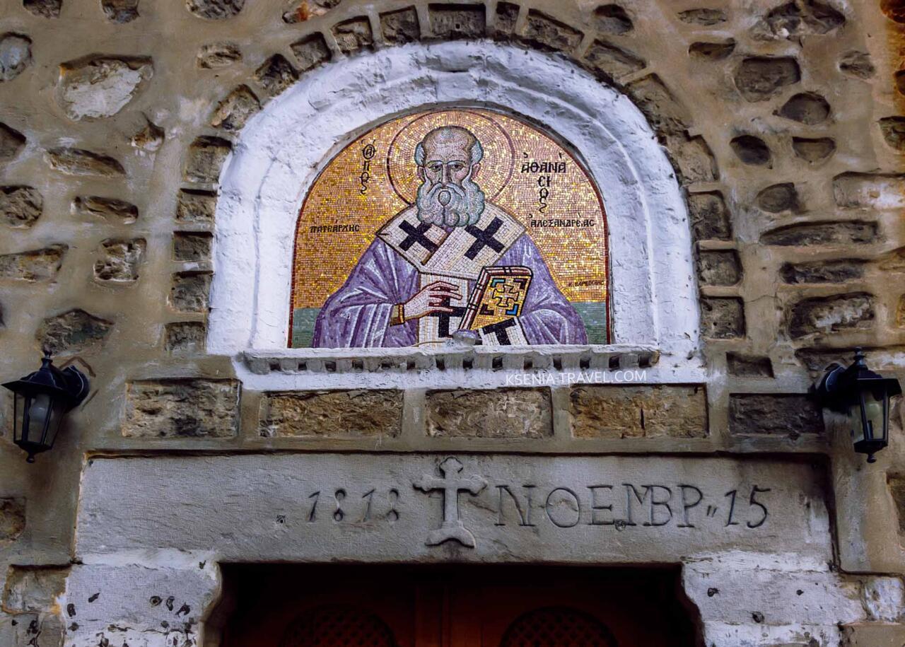 мозаичная икона над входом в храм Святого Афанасия, достопримечательности Салоники