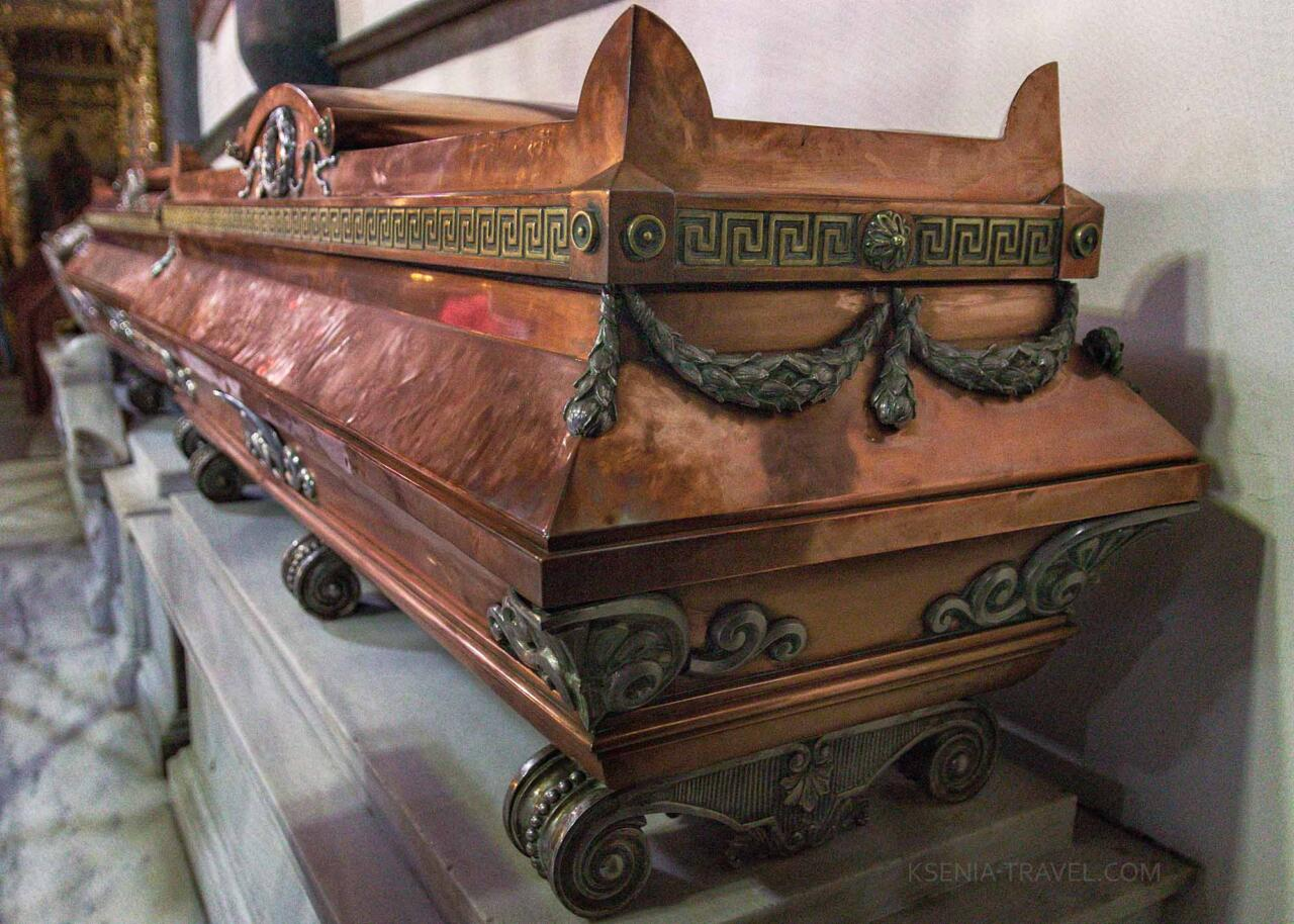 рака с мощами императрицы Феофано, основательницы монастыря Анастасии Узорешительницы в Константинополе