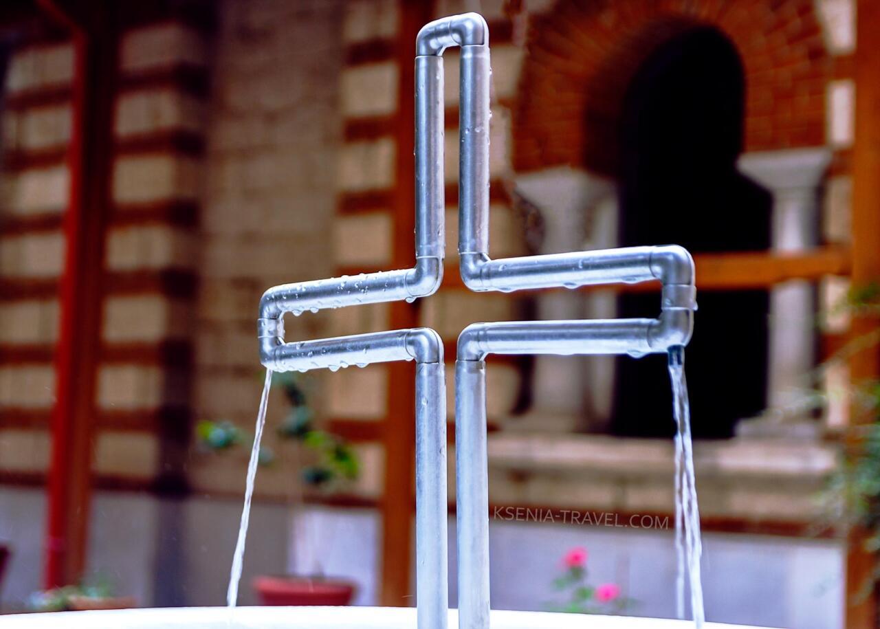 криница в монастыре Преподобной Феодоры Солунской, достопримечательности Салоники