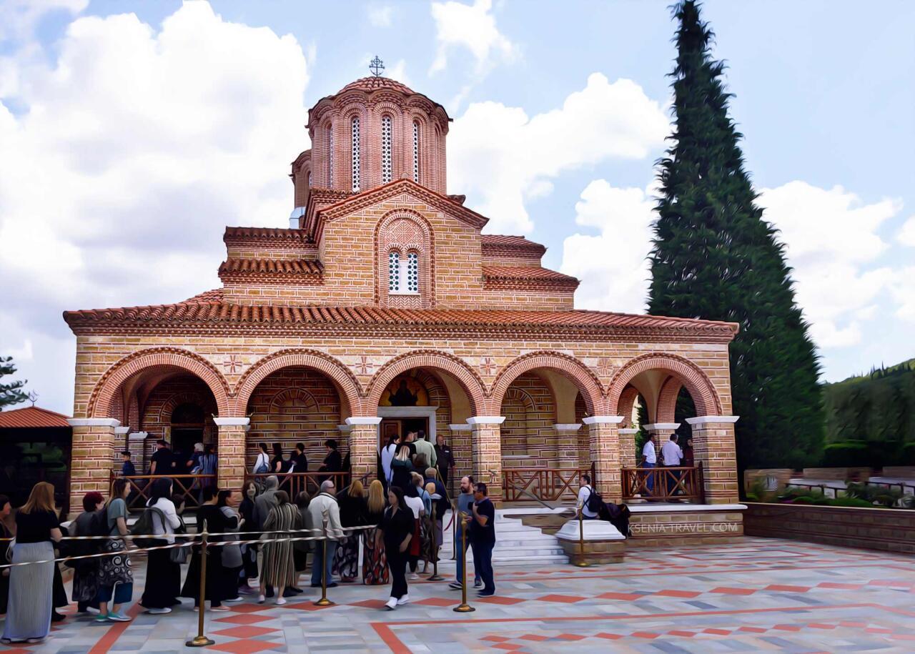 Монастырь Святого Иоанна Богослова и Арсения Каппадокийского, могила старца Паисия Святогорца
