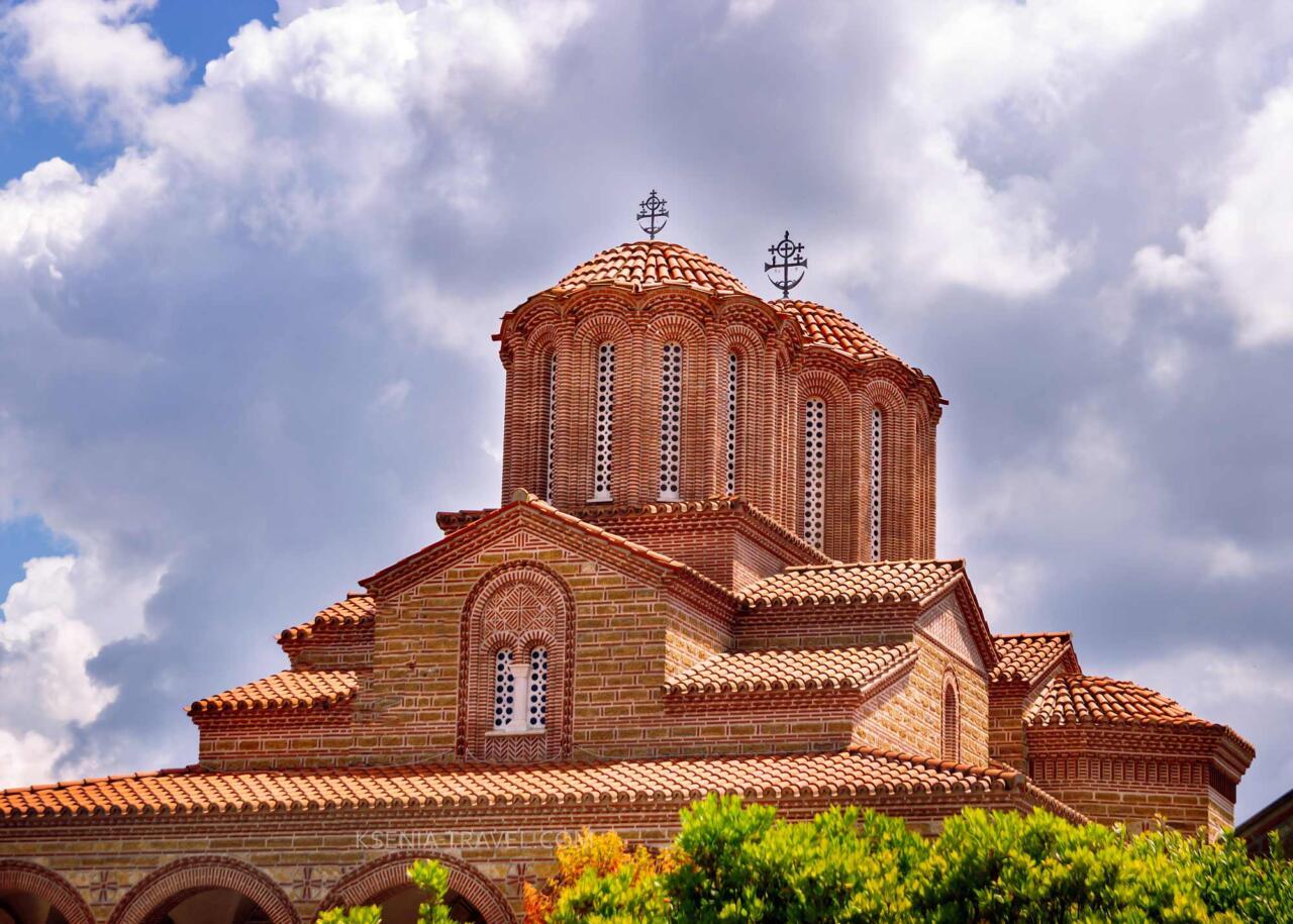 храм монастыря Святого Иоанна Богослова и Арсения Каппадокийского, могила старца Паисия