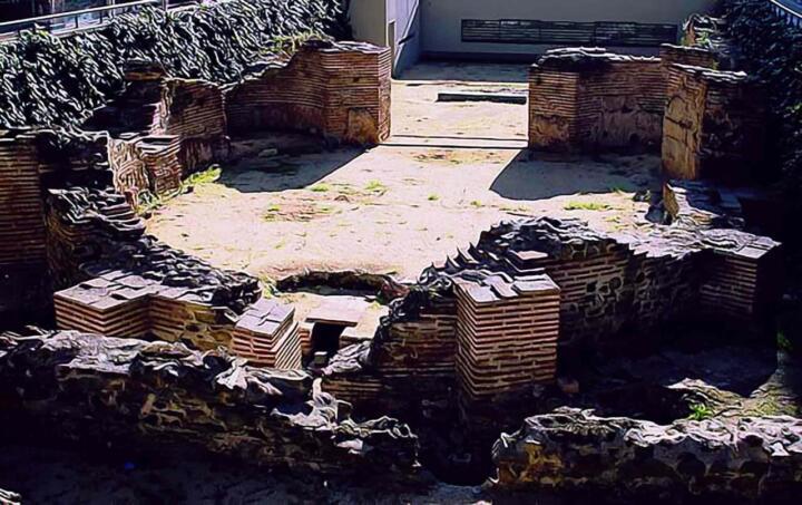Арочный зал дворца Галерия