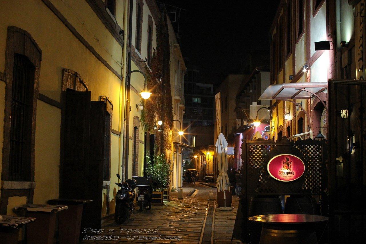 ночная жизнь района Лададика в Салониках, Греция