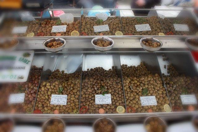 оливки на рынке в Салониках