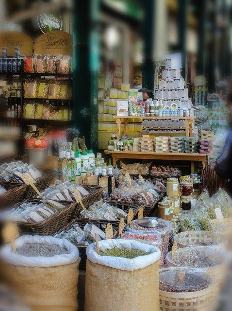 приправы на рынке в Салониках