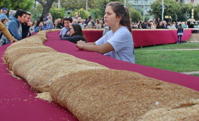Самый большой в мире бублик испекли в Салониках.