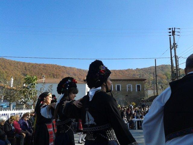 на празднике каштана в Греции