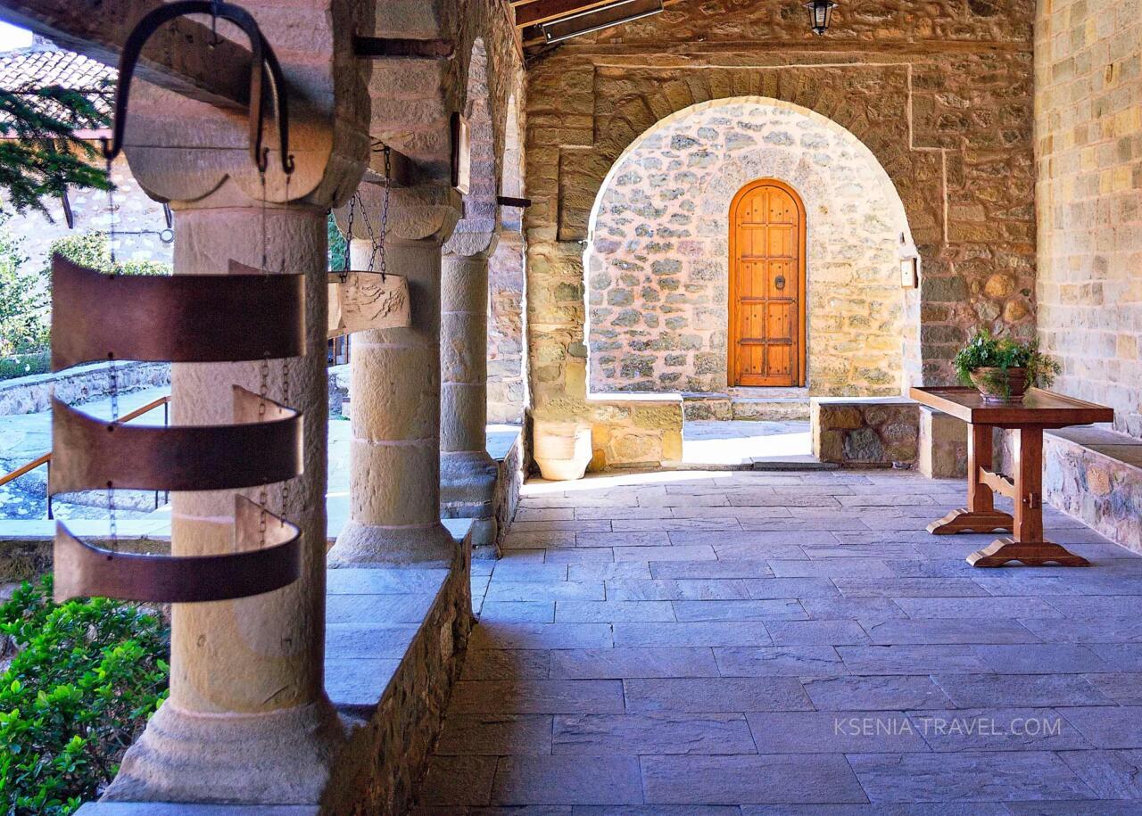 храм святого Харалампия, монастырь Стефана, Метеоры Греции