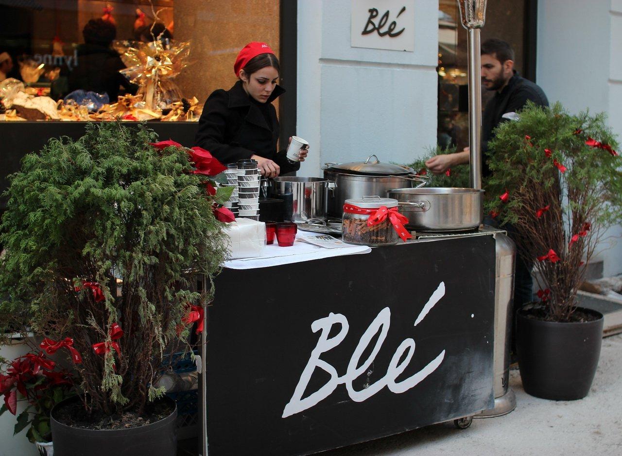 на улицах Салоников в преддверии Рождества