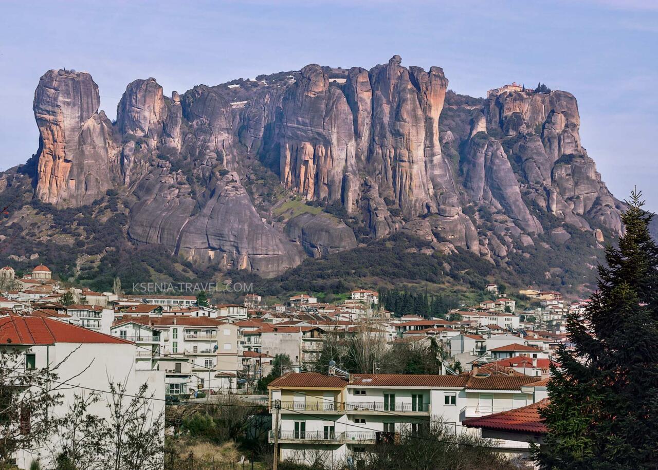 скалы Метеоры над городом Каламбака, Греция