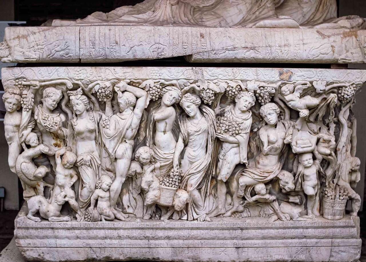 Барельефы музея археологии в Салониках