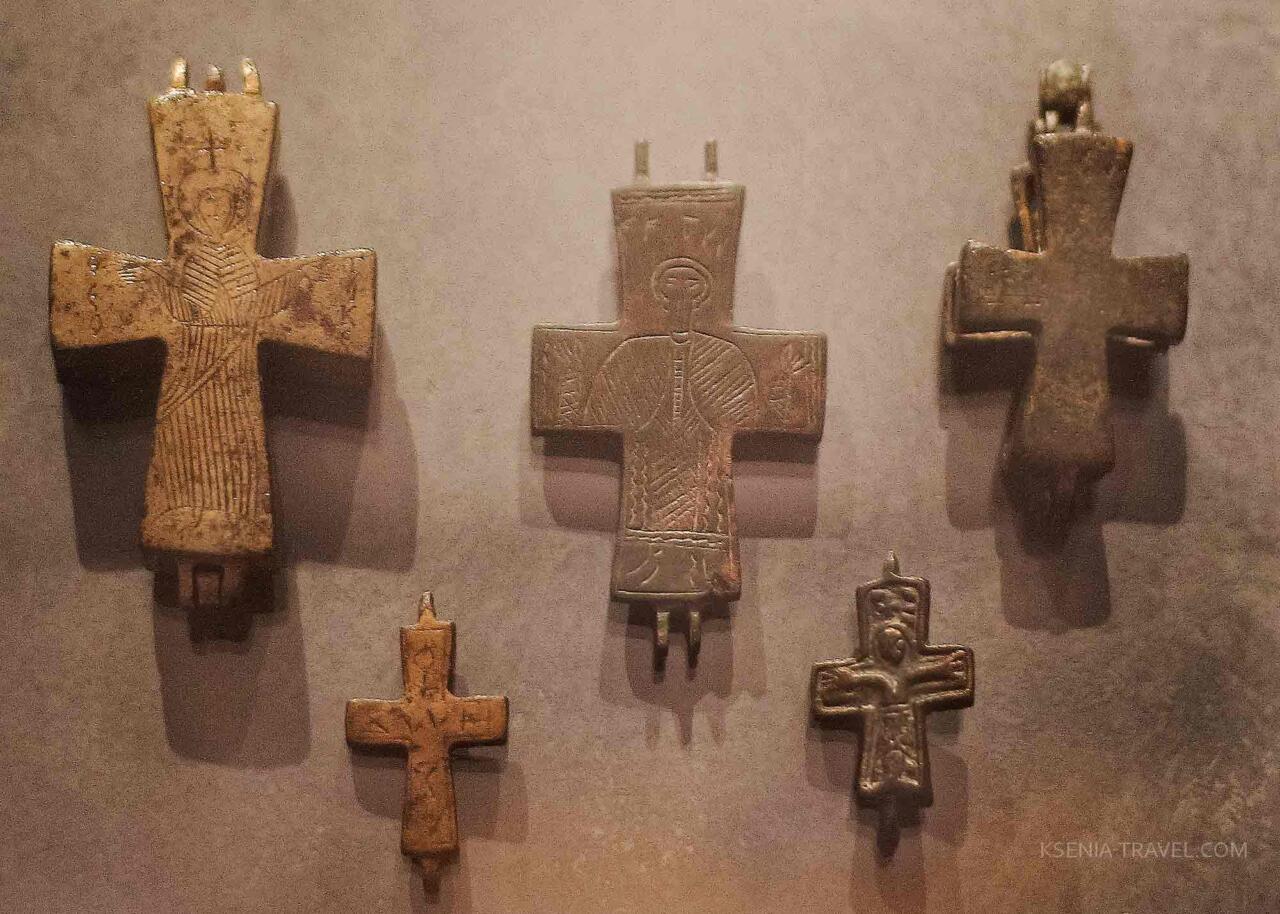 Кресты с частичкой святых мощей